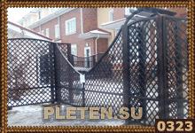 ворота из деревянной решетки