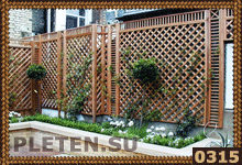 изгородь для дома из деревянных решеток